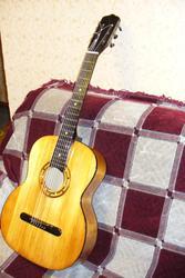 Продам антикварную семиструнную гитару